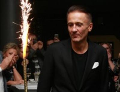 Олег Меньшиков зажигательно станцевал на своем дне рождения