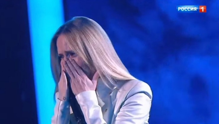 The singer could not contain her emotions