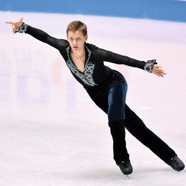 В последнее время спортсмену не везет на льду