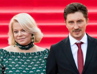 Яна Поплавская не хочет выходить замуж за молодого избранника