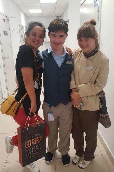 Маша и ее друзья устроились работать в отель