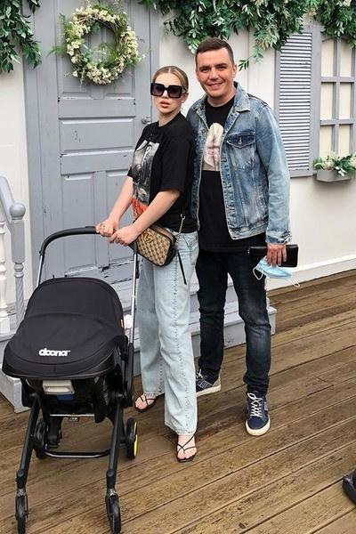 Супруги воспитывают дочь