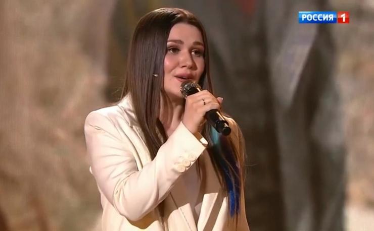 Певица редко участвует в различных шоу.