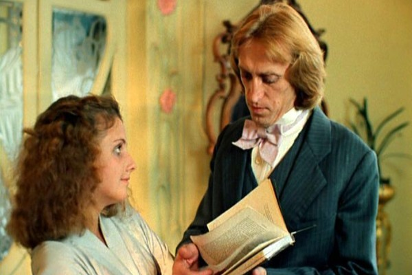 Одной из первых ролей Виктора Авилова в кино стал художник в ленте «Господин оформитель»