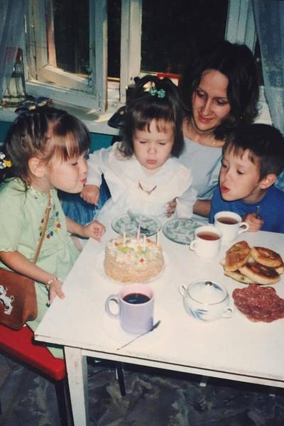Клава Кока росла в многодетной семье