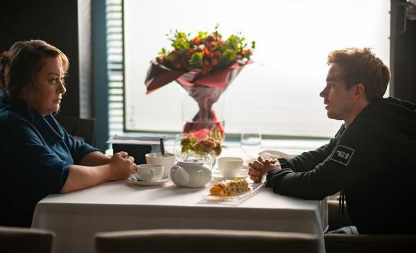 По сюжету фильма герои Ароновой и Петрова постоянно конфликтуют