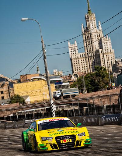 Гонщики умело вписывались в повороты московских улиц