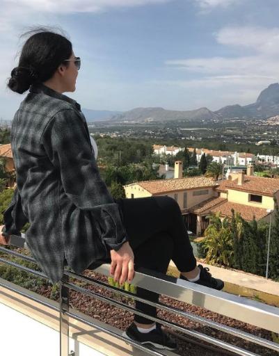 Артистка на протяжении двух недель находится в Испании