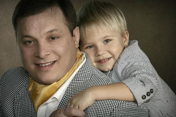 Андрей Разин с сыном Сашей много лет назад