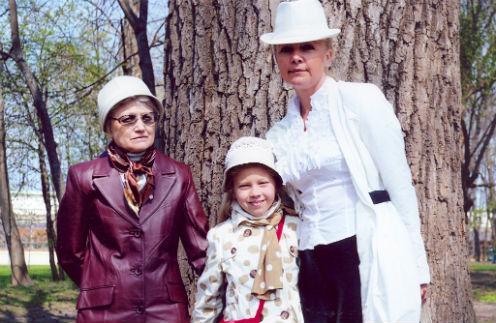 Бывшая заложница Лилия Дудкина и ее мама вдвоем воспитывают 9-летнюю Злату, больную ДЦП