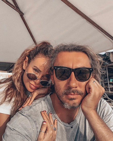 Вторым мужем Айзы стал бизнесмен и серфингист Дмитрий Анохин