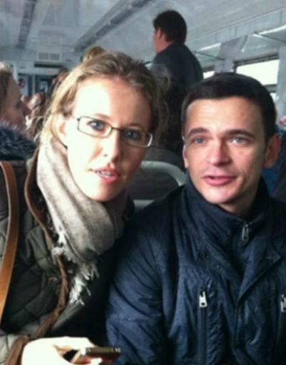 Ксения и Илья едут на митинг в г.Химки на электричке