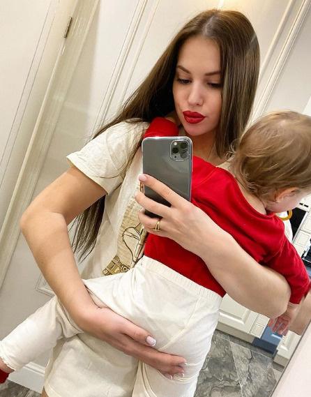 Саша привыкла справляться с ребенком в одиночку