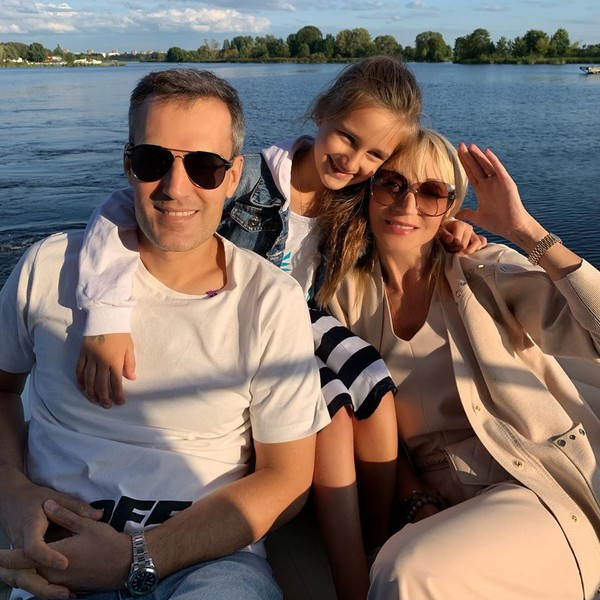 В этом году Михаил и Кристина отдали Клаву в школу