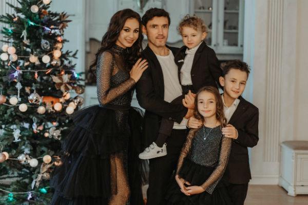 Супруги воспитывают троих детей