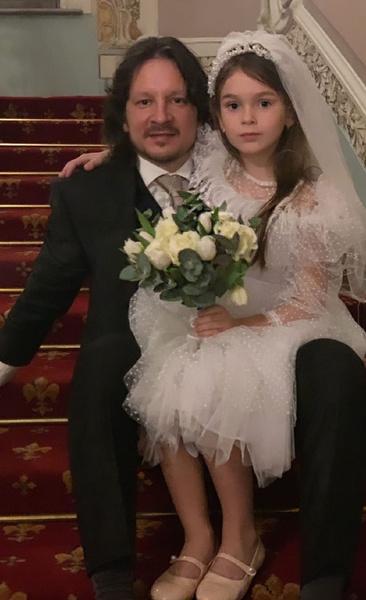 Максим и Ирина воспитывают дочь