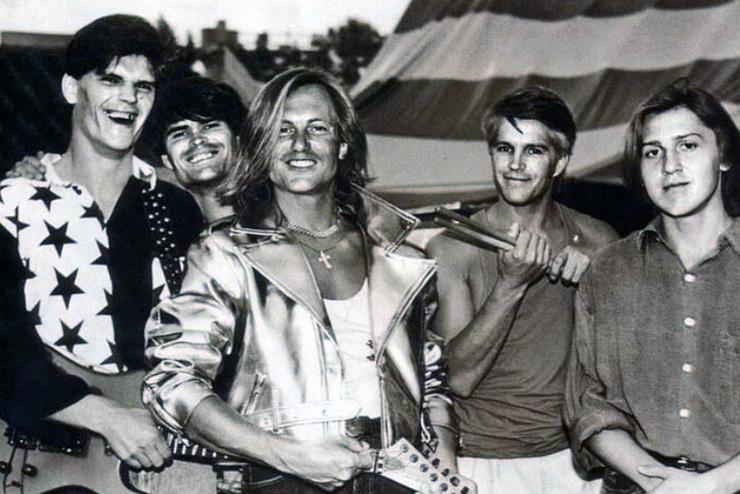 В начале 90-х группа Челобанова H-Band начала выступать на площадках Москвы