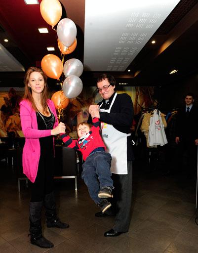 Дмитрий и Полина Дибровы взяли с собой сына Сашу