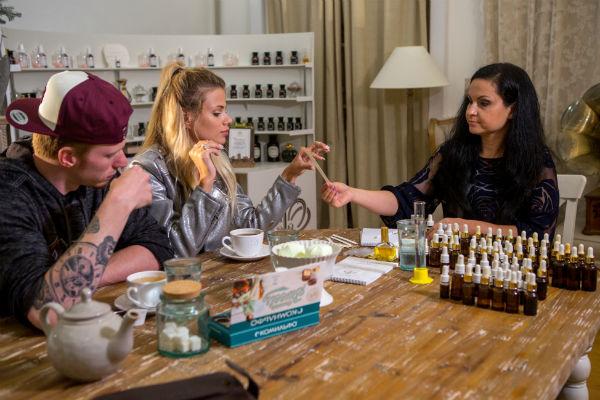 Создавать аромат паре помогает парфюмер Вероника Бруховецкая