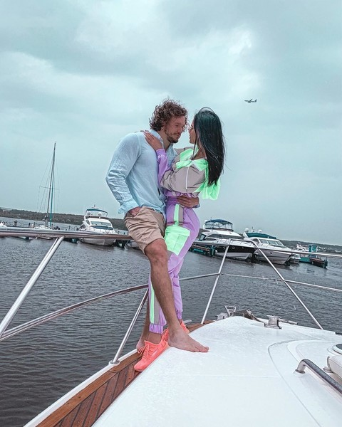 Антон Гусев и Виктория Романец привыкли к роскошной жизни