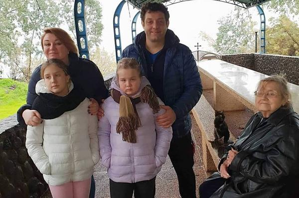 После смерти отца Михаил Полицеймако старается проводить больше времени с мамой и детьми
