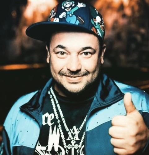 Сергей Жуков заработал на поклонниках три миллиона