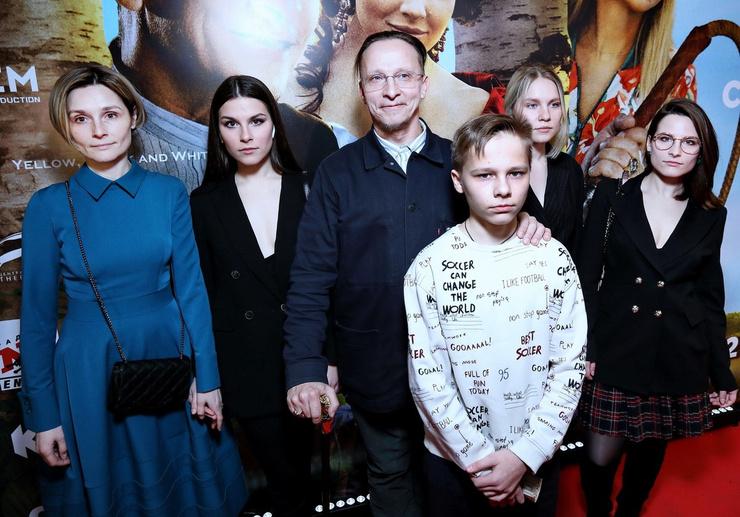 Семья Ивана всячески поддерживает Ефремова после трагедии