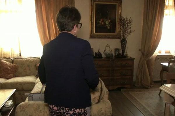 «Здесь пахнет Жанной», - призналась Ольга Копылова, пустив авторов программы, а с ними и всех телезрителей в квартиру дочери