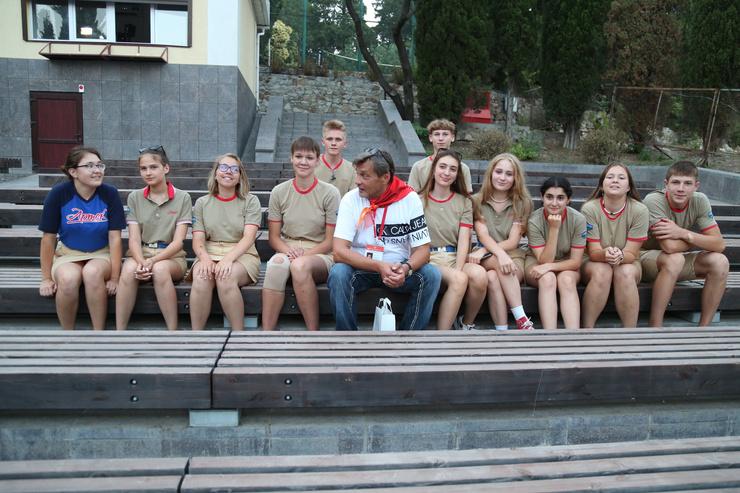 Актер пообщался с ребятами, отдыхавшими в Артеке.
