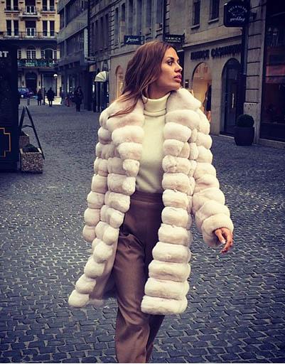 Это пальто из шиншиллы Вика купила совсем недавно