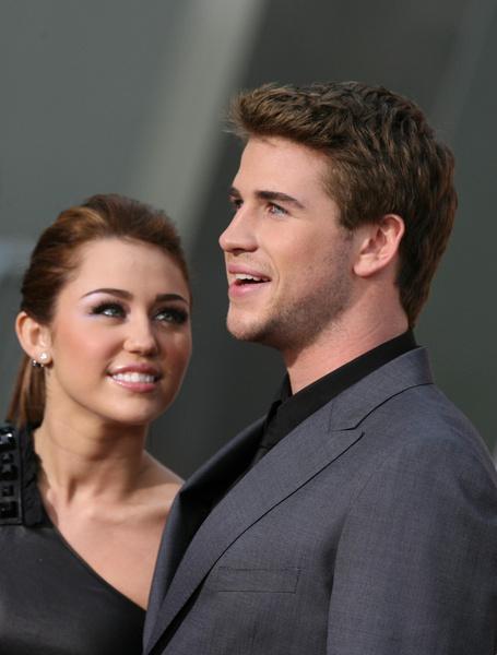 Майли и Лиам познакомились в 2008 году на съемках