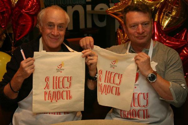 Сергей Мигицко и Александр Строев на благотворительной акции