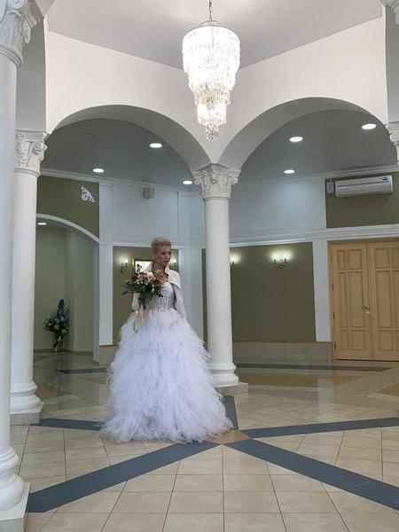 Платье невесты обошлось в 50 тысяч рублей