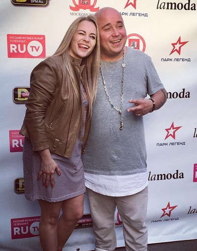 Екатерина Кокорина и Доминик Джокер спели в Парке Легенд