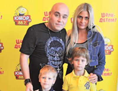 Доминик Джокер бросил жену и детей ради участницы шоу «Голос»