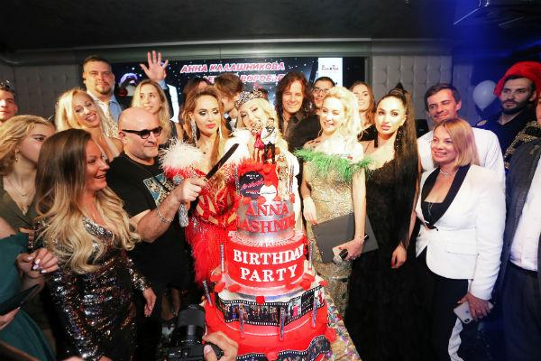 Гости на празднике Анны Калашниковой