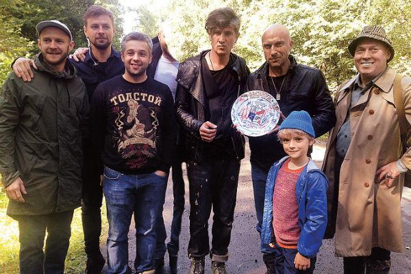 Мальчик три месяца делил съемочную площадку сериала «Физрук» с режисcером Игорем Волошиным и актерами Дмитрием Нагиевым и Виктором Сухоруковым