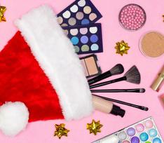 Блестки, акцент на глаза и сияющая кожа: новогодний макияж от популярного визажиста