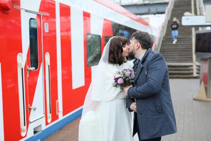 Стиль жизни: Самая необычная свадьба года прошла в… электропоезде МЦД! – фото №1
