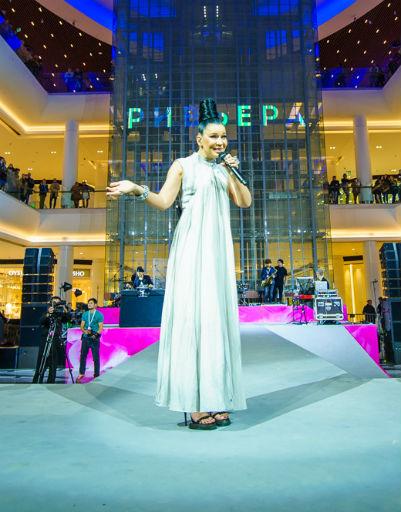 Певица Елка порадовала поклонников своими песнями