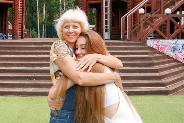 Мама поддерживает дочь, хотя когда-то просила ее простить измену Ильи