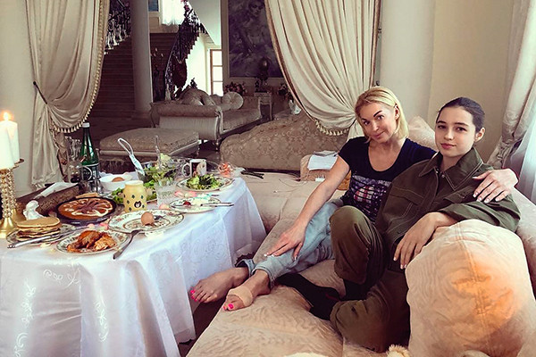 Анастасия с дочкой Ариадной