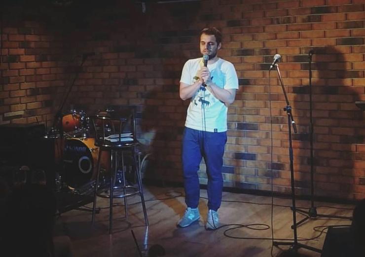 Артист предпочитает выступать в небольших заведениях