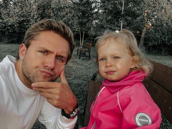 Влад Соколовский с дочкой Мией
