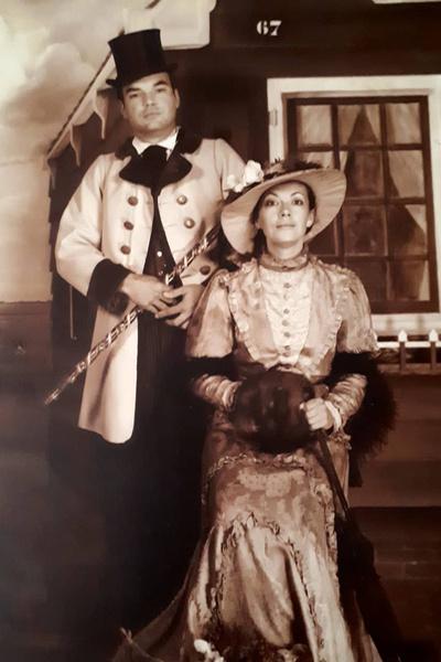 Журналист женился на Консуэло в 18