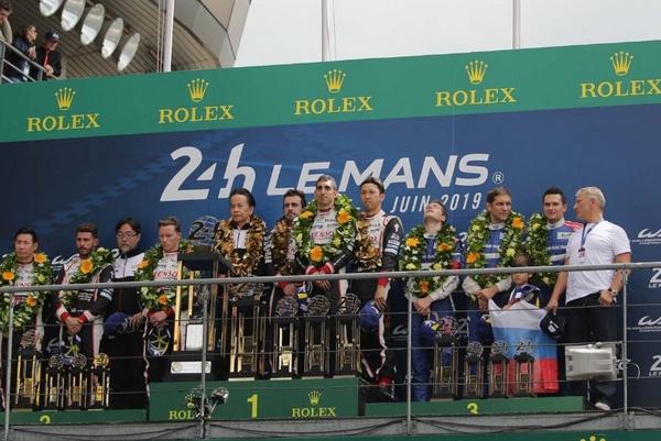 Достижениями гонщиков гордится вся страна