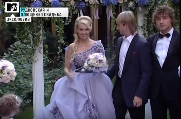 Невеста не к месту: нелепые свадебные наряды звезд