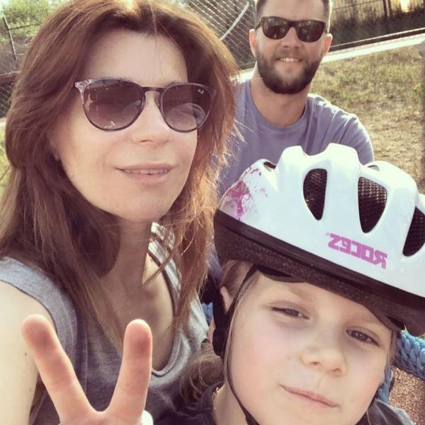 Екатерина Волкова с мужем Андреем и дочкой