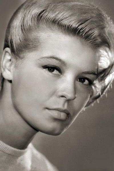 Актрисе с проникновенным взглядом и чувственными губами пророчили блестящую карьеру