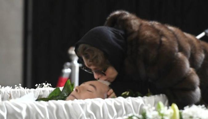 Мужа Божены Рынски похоронили на Троекуровском кладбище